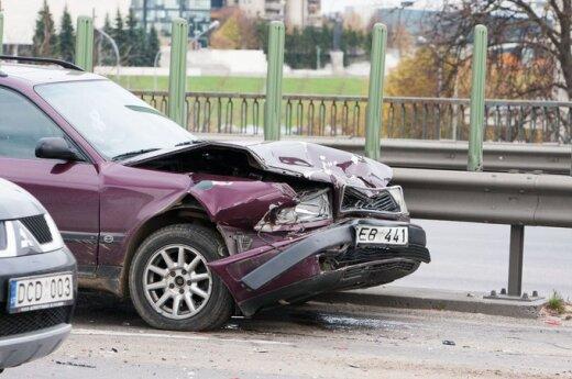 Zderzyły się trzy samochody. Jedna osoba ranna