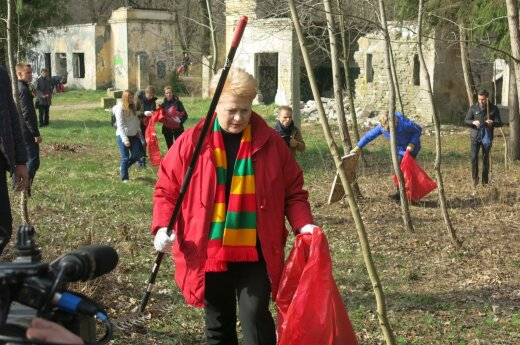 """Dalia Grybauskaitė dalyvauja """"Darom"""" akcijoje"""