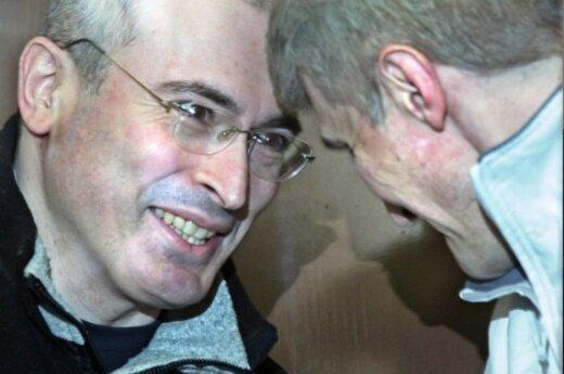 Прокуратура огласила обвинения Ходорковскому и Лебедеву