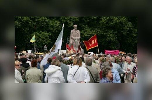В Риге тысячи людей вышли на акцию протеста