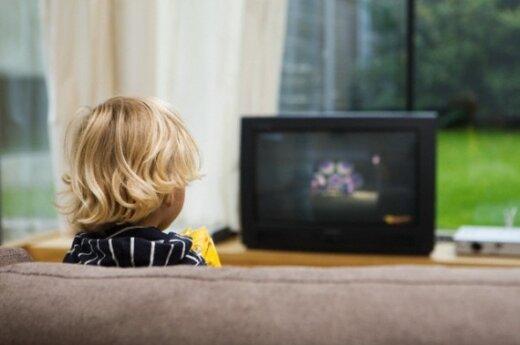 Vaikas žiūri televizorių