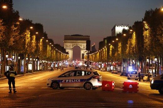 Susišaudymas Champs Elysees gatvėje Paryžiuje