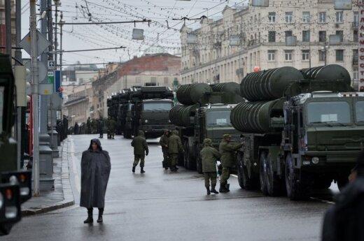 """Rusijos zenitinė raketų sistema """"S-400 Triumf"""""""