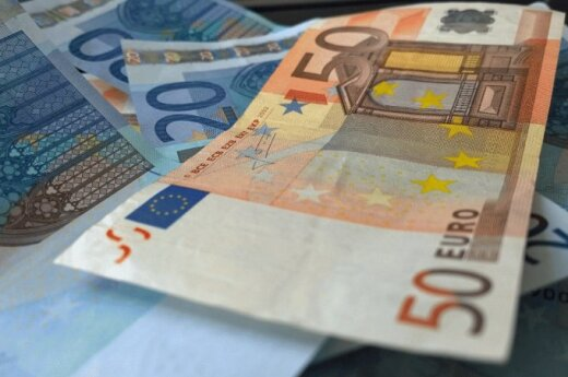 Čekijos centrinis bankas ragina atidėti euro įvedimą