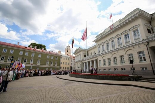 Lithuanian president rejects law on confidential financial information due to confidentiality concerns
