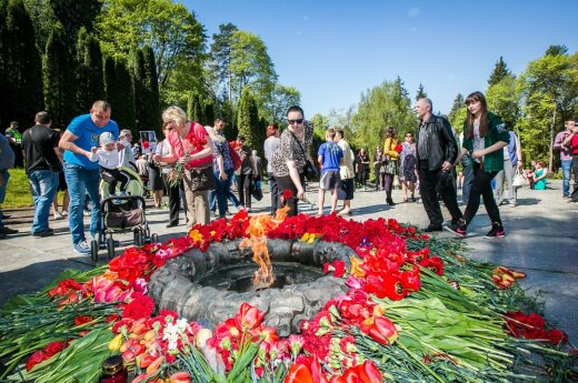 End of WWII anniversary marked at Antakalnio Cemetery in Vilnius