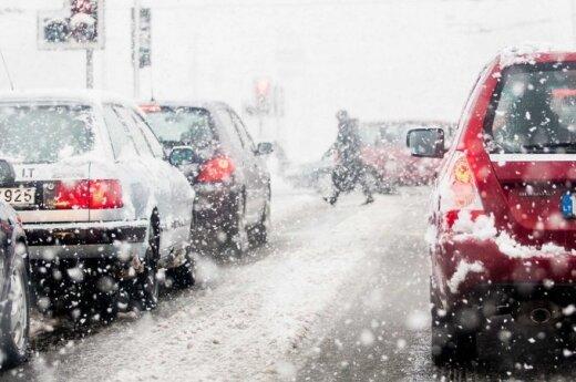Orai: vietoj speigo – šlapdriba, sniegas ir vėjas