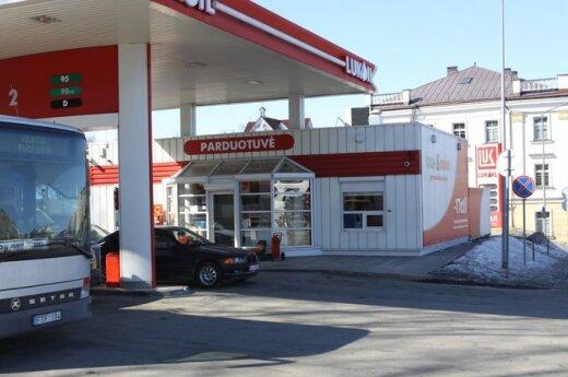 Президента не послушали: госучреждения Литвы заправляются на Lukoil