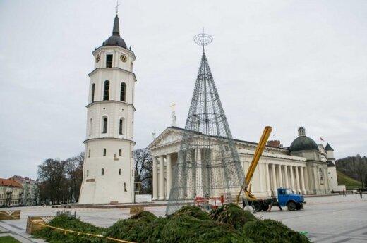 Столица готовится к Рождеству: алюминиевая конструкция станет елкой