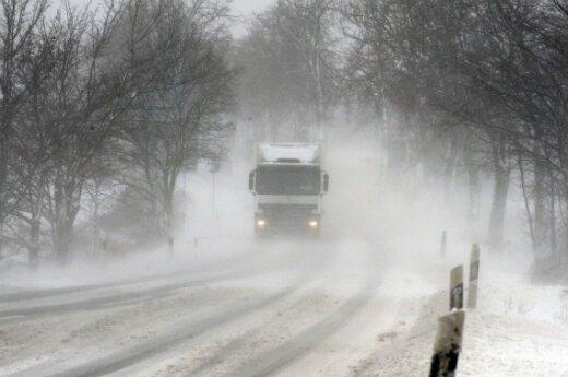 В Литве из-за обильного снега – сложные условия движения