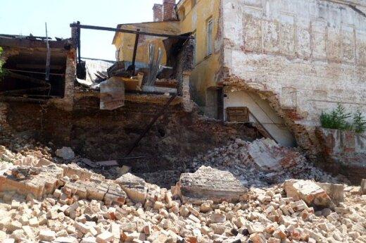 В самом центре Казани обрушилось старое здание
