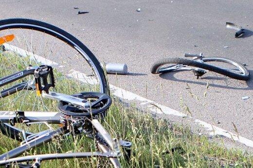 В Аникщяйском районе в колонну велосипедистов врезался пьяный водитель