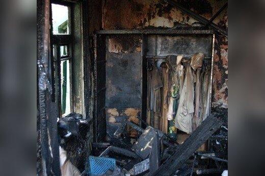 Panevėžyje dėl gaisro evakuotas daugiabutis, nukentėjo trys žmonės