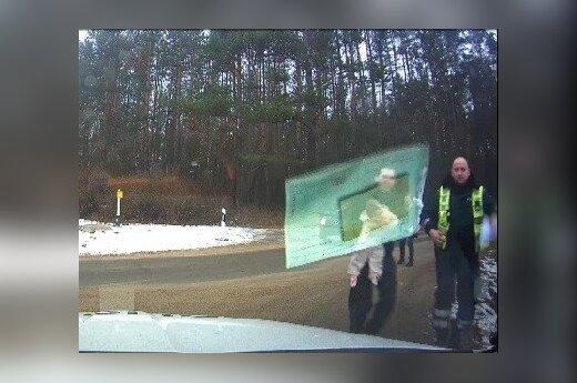 Полиция поделилась видео с операции по спасению ребенка