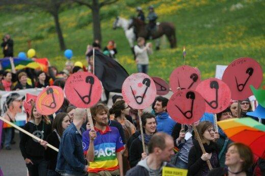 71 proc. homoseksualų nepažįsta, 62 proc. jų eitynėms nepritaria