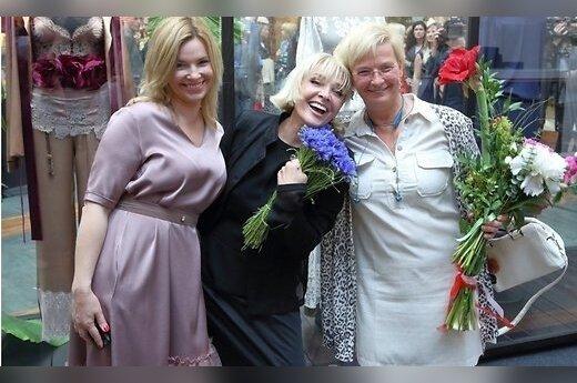 Вайкуле открыла в Риге выставку своих сценических нарядов