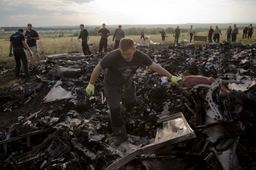 Dutch report says MH17 crash caused by numerous objects hitting plane
