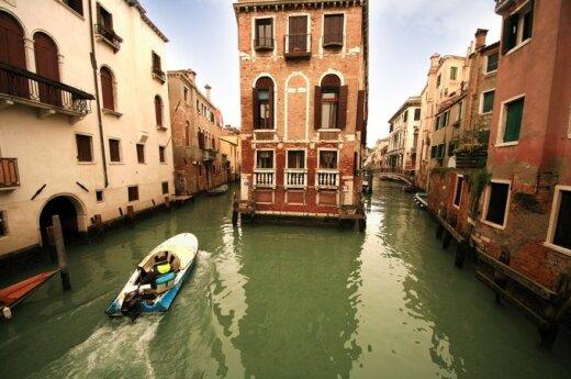 Редкое зрелище: по Венеции прошелся смерч