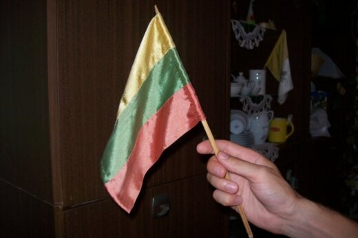 """Baltijos kelio relikvija – namie siūta, daugelyje renginių """"dalyvavusi"""" vėliavėlė"""