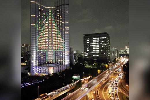 """100 metrų aukščio Kalėdų """"eglė"""" ant Tokijaus viešbučio sienų"""