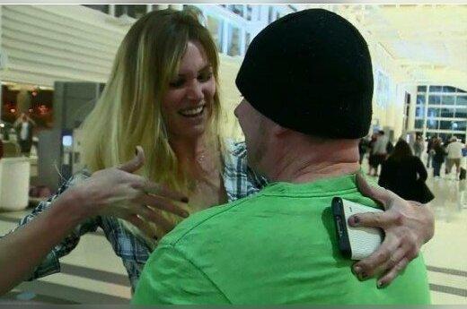 Pirmą kartą gyvai susitikusi pora susituokė Kalifornijos oro uoste