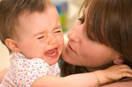 Papasakojo, kaip vaikus auginantys tėvai yra šantažuojami grasinimais
