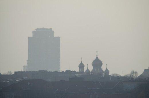 Seni daugiabučiai prisideda prie oro taršos didėjimo
