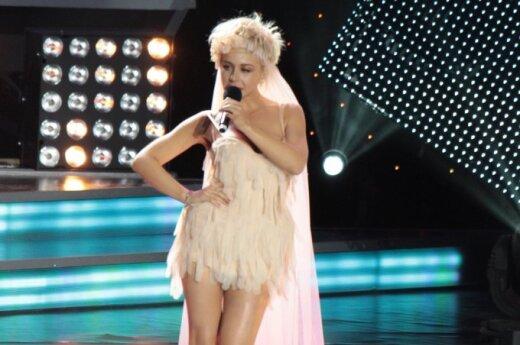 Тина Кароль сверкнула бельем на фестивале Пугачевой