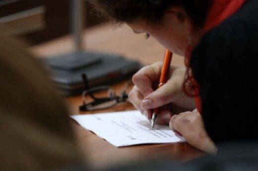 Konstitucijos egzamino laureatai: egzaminas skatina susimąstyti