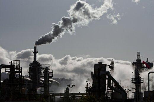 Naftos kaina drebina rublį