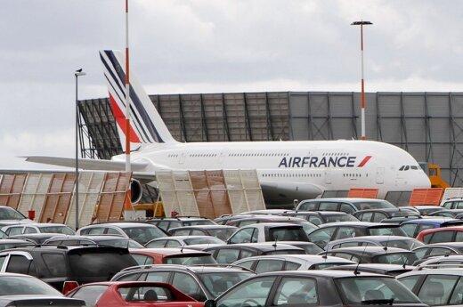 Air France попросит пассажиров убирать за собой в самолетах