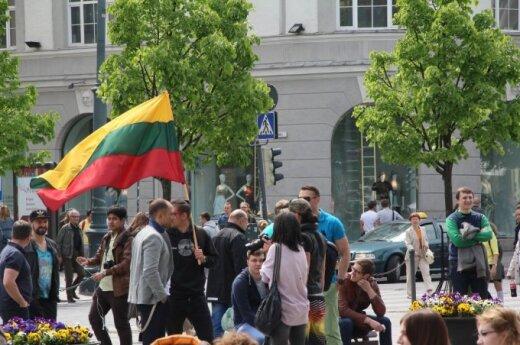Prie Vyriausybės – protestas prieš militarizaciją