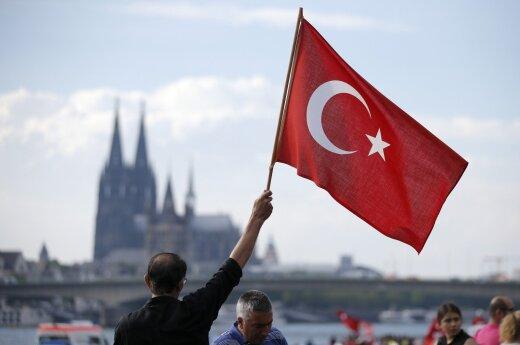 Ankaroje dėl teroro išpuolių grėsmės uždrausti visi vieši susirinkimai
