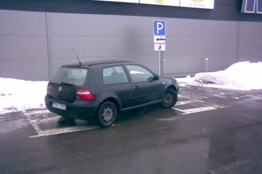 "Parkavimas prie ""Maxima"" bazės Aleksote, Kaune"