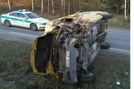 В Алитусском районе столкнулись лесовоз и микроавтобус