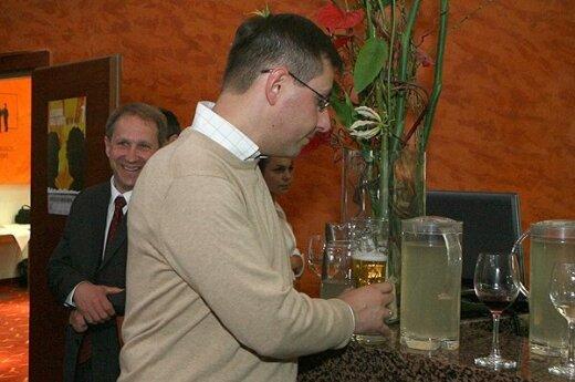 Steponavičius: Niepełnoletni nie powinni mieć dostępu do alkoholu nie tylko w święta