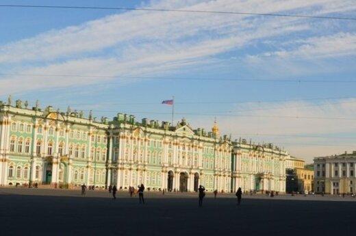 В Петербурге художниц задержали за антивоенный перформанс