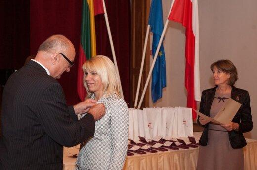 Ambasada odznaczyła nauczycieli polskich na Litwie