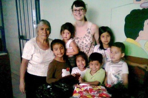 """Gerieji darbeliai arba visų """"Mama Carmen"""": istorija apie vaikų namus ir jų globėją"""