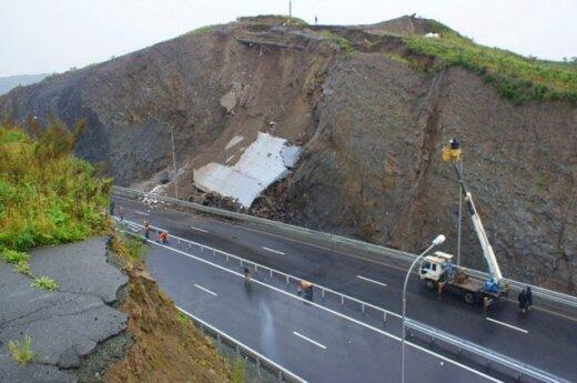 Построенная к саммиту АТЭС дорога вновь обвалилась