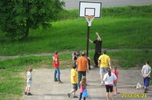 Mano kiemo krepšinis: nori žaisti krepšinį - pats įsirengi aikštelę
