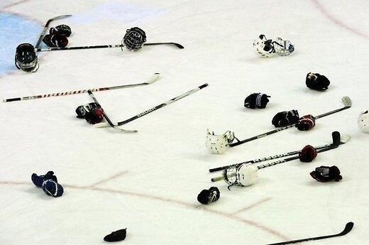 Полицейские Нью-Йорка подрались с пожарными на хоккейном матче