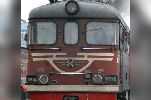 Traukinys palieka stotį