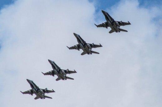 """Kanados karališkųjų karinių oro pajėgų naikintuvai F-18 """"Hornet"""""""