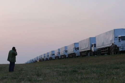 "Russian ""humanitarian aid"" convoy heads south"