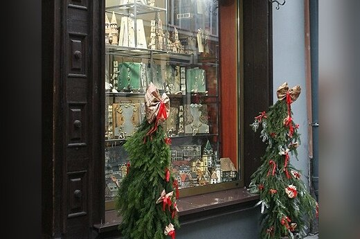 Vilniaus parduotuvės puošiasi Kalėdoms
