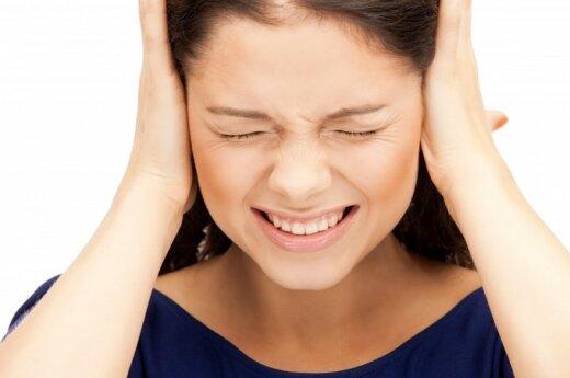 Spengimas ausyse: kokios priežastys ir kaip gydyti?