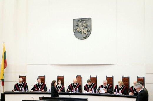Autorių ir sportininkų apmokestinimas bei motinystės pašalpų mažinimas neprieštarauja Konstitucijai