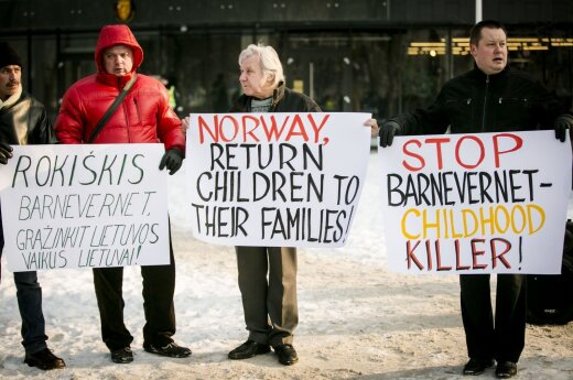 Protesters in front of the Norwegian embassy in Vilnius