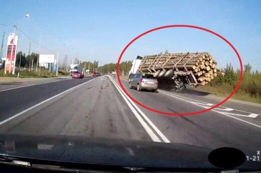 Ciężarówka z bierwionami